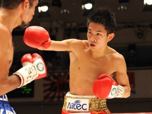 (R-L) ˆä‰ªˆêãÄ/Kazuto Ioka (JPN), Juan Hernandez (MEX), AUGUST 10, 2011 - Boxing : Kazuto Ioka of Japan in action against Juan Hernandez of Mexico during the fifth round of the WBC minimumweight title bout at Korakuen Hall in Tokyo, Japan. (Photo by Mikio Nakai/AFLO)